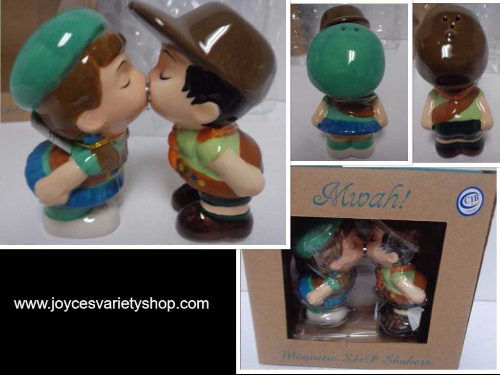 MWAH Magnetic Salt & Pepper Shakers Kissing Couple